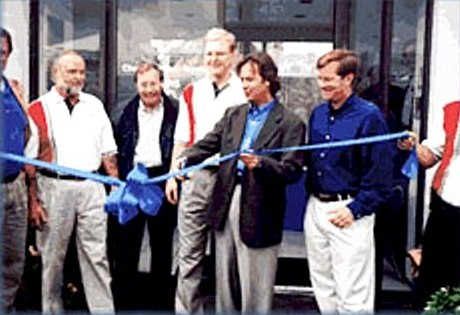 vasser-ribbon-cutting